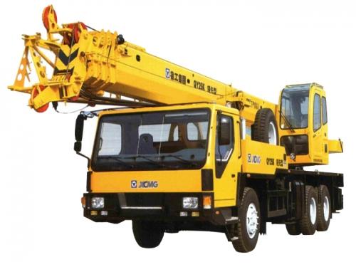 Автокран XCMG грузоподъёмностью 25 тонн с вылетом стрелы 39 метров